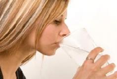 نوشيدن آب در جهت رفع چين و چروک