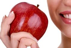 درمان خشکی و ترک پوست در پاییز با سیب