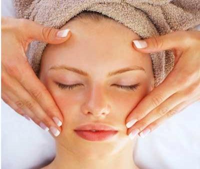 خواص ماساژ پوست در جلوگیری از چروک صورت